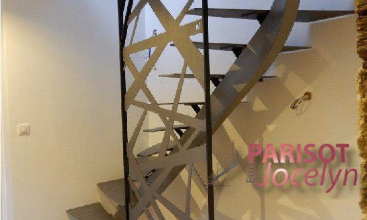 Escalier limon central 1/4 tournant tout en métal sur mesure, Vesoul, Métallerie PARISOT Jocelyn
