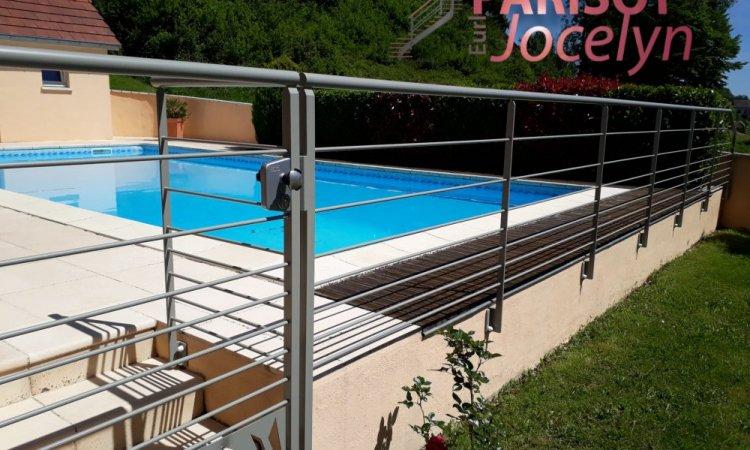 Garde corps sur-mesure métal avec lisses horizontal,  garde corps simple et sobre pour la protection de vos piscines à Vesoul,  Métallerie PARISOT Jocelyn