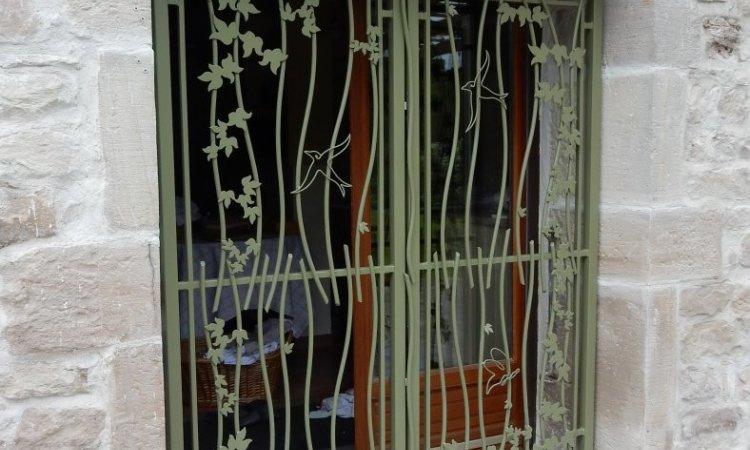 grille de défense protection de fenêtre fer forgé sur-mesure, Vesoul, Métallerie PARISOT Jocelyn.