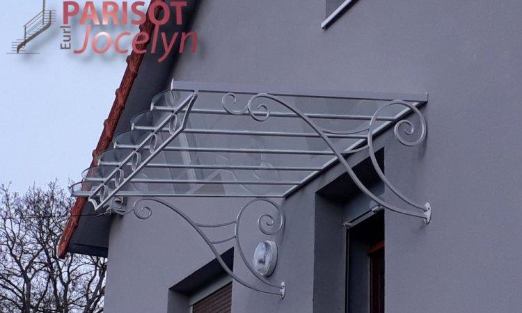Marquise droite sur mesures fer forgé visible dans le secteur de Jussey (70), vitrage feuilleté, finition thermolaquage blanc, Métallerie PARISOT Jocelyn Vesoul