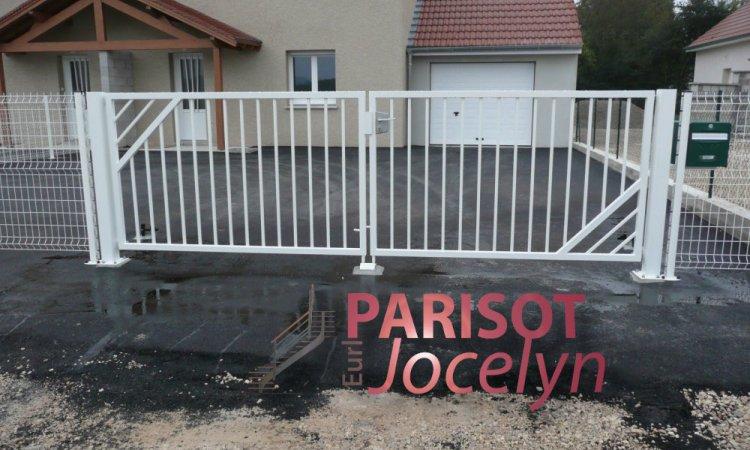 Portails simple et sobre sur-mesure,à Vesoul, Métallerie PARISOT Jocelyn