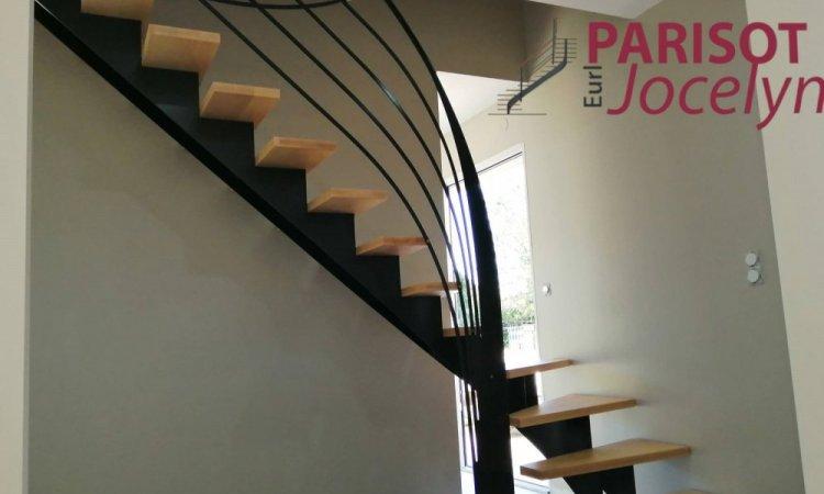 Escalier en métal et bois, limon central crémaillère 1/4 tournant sur mesure , Vesoul, Métallerie PARISOT Jocelyn