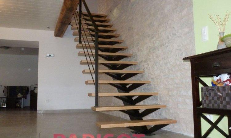 Escalier droit limon décalé métal et bois sur mesure, Vesoul, Métallerie PARISOT Jocelyn
